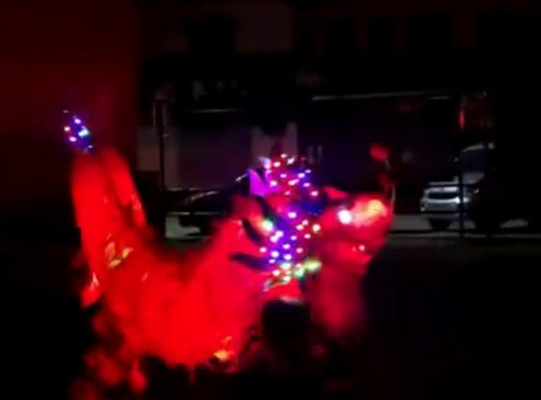 3人儿童龙亮灯视频